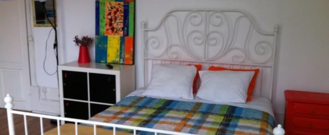 Quarto Familiar com cama de casal, casa de banho partilhada e varanda